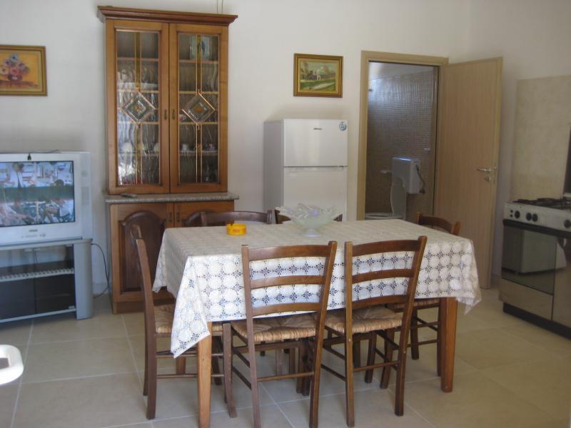 Cuisine américaine 2 Location Maison troglodyte 78245 Gallipoli