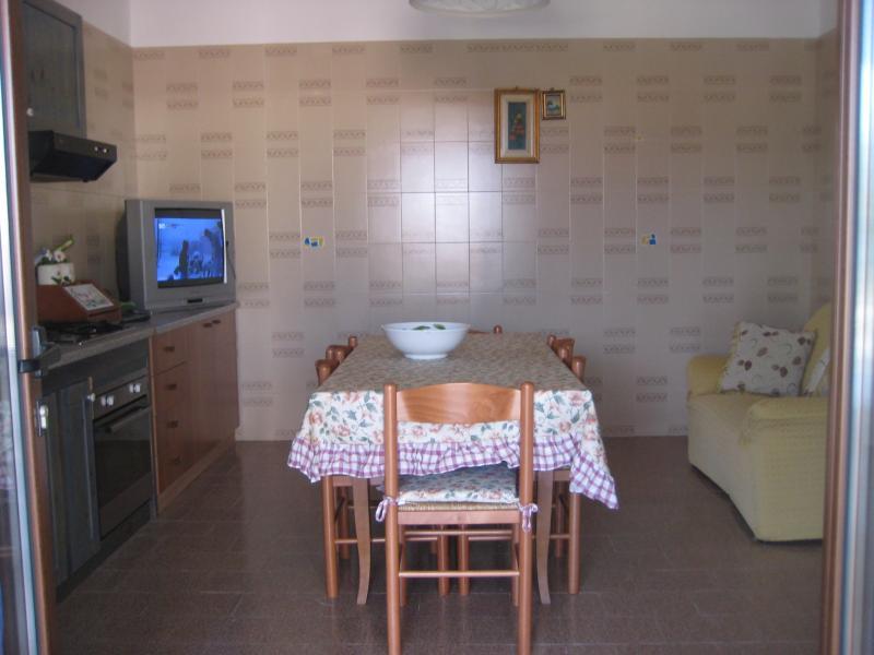 Cuisine américaine 1 Location Maison troglodyte 78245 Gallipoli