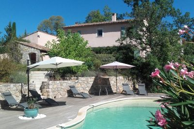 Vue extérieure de la location Location Villa 93802 Fayence