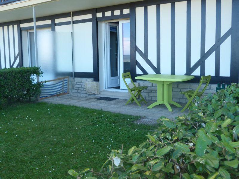 Vue extérieure de la location Location Appartement 10748 Cabourg