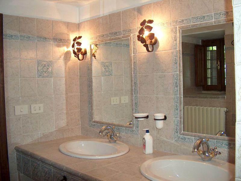 salle de bain 2 Location Villa 11865 Arezzo