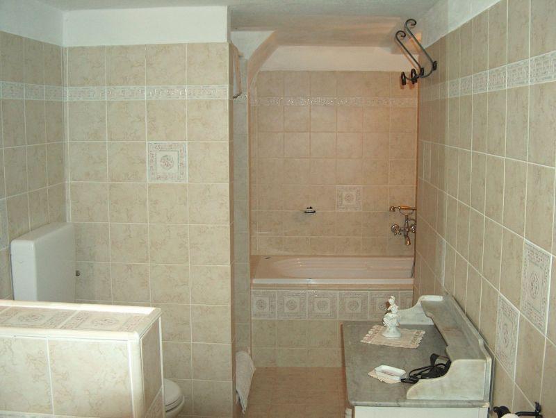salle de bain 1 Location Villa 11865 Arezzo