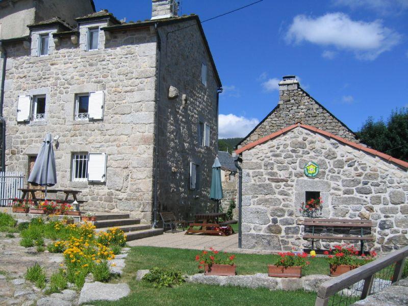 Vue extérieure de la location Location Gite 11874 Le Malzieu-Forain