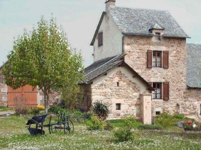 Jardin Location Gite 12005 Sainte Eulalie d'Olt