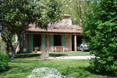 Vue ext�rieure de la location Location Gite 12967 Salon de Provence