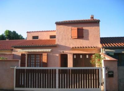 Vue extérieure de la location Location Villa 16055 Ceret