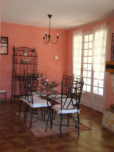 Salle à manger Location Maison 16202 Caromb