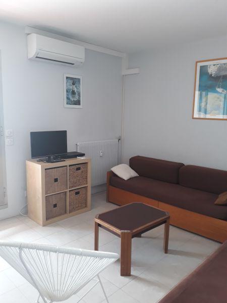 Salon Location Appartement 16441 Juan les Pins