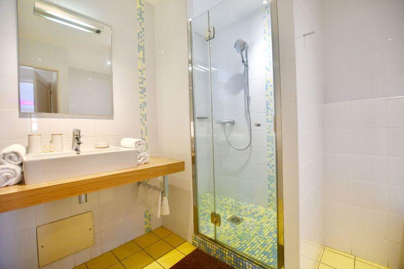 salle de bain 1 Location Villa 18623 Saint Francois
