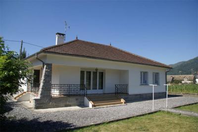 Vue ext�rieure de la location Location Maison 19017 Argeles Gazost
