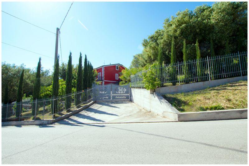 Vue extérieure de la location Location Villa 20490 Ascea