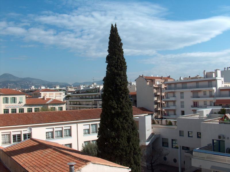 Vue du balcon Location Studio 21996 Nice