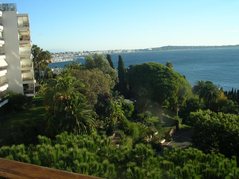Vue extérieure de la location Location Appartement 24962 Cannes