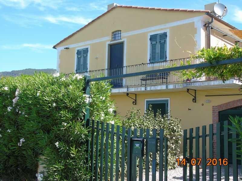 Vue extérieure de la location Location Appartement 27353 Bonassola