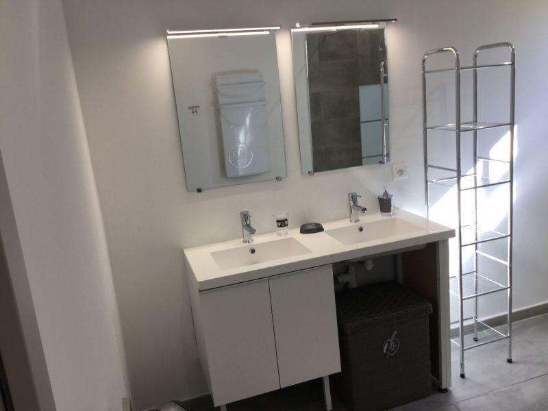 salle de bain Location Villa 28209 Calvi