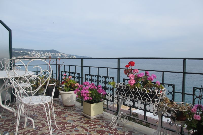Vue de la terrasse Location Appartement 28384 Nice