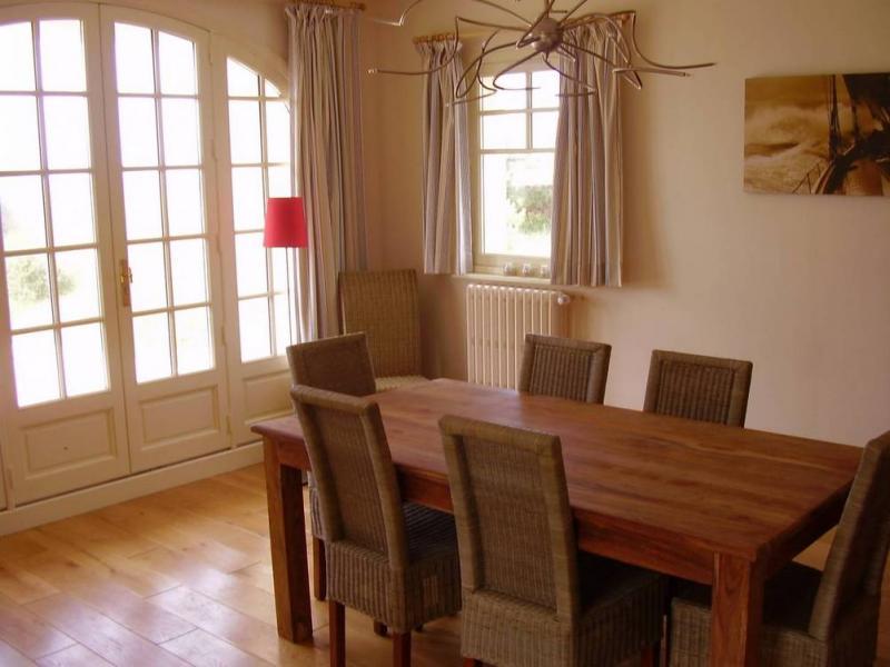 Salle à manger Location Villa 30390 Saint-Germain-sur-Ay