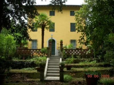Vue ext�rieure de la location Location Villa 32160 Camaiore