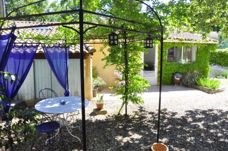 Vue extérieure de la location Location Gite 33456 Avignon