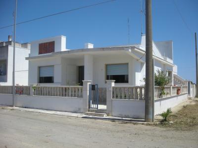 Vue extérieure de la location Location Villa 35145 Lido Marini