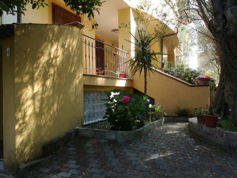 Vue extérieure de la location Location Appartement 38444 Policastro Bussentino