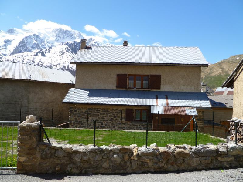 Vue extérieure de la location Location Appartement 39406 La Grave - La Meije