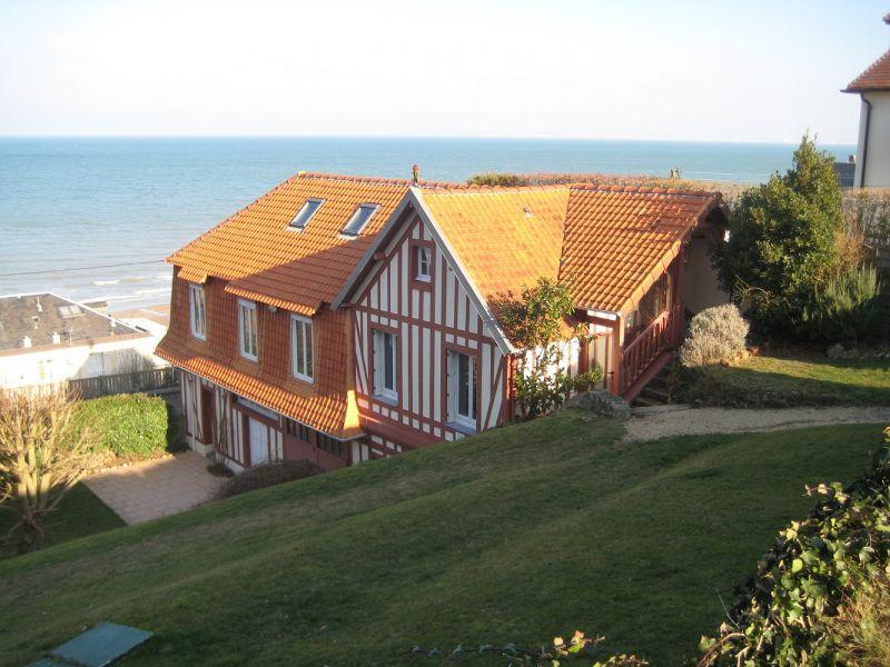Vue extérieure de la location Location Maison 42353 Villers sur Mer