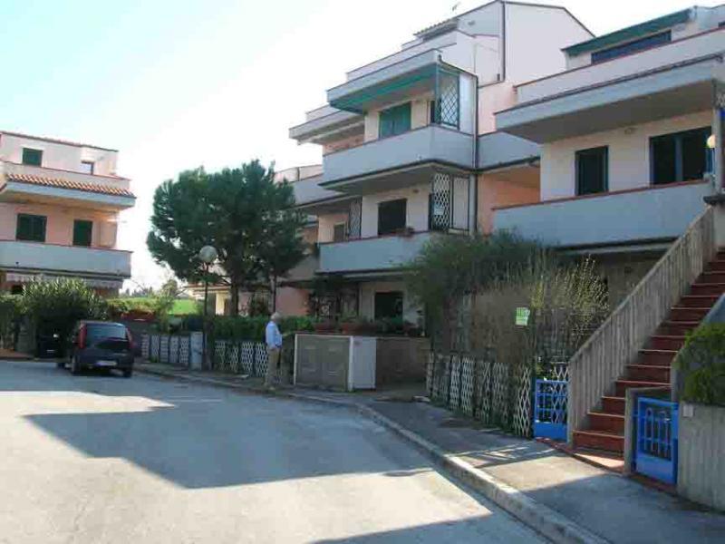 Vue extérieure de la location Location Appartement 45854 Numana