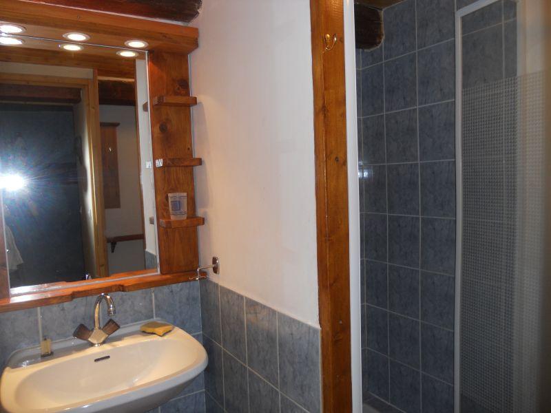 salle de bain 1 Location Appartement 4866 Barcelonnette