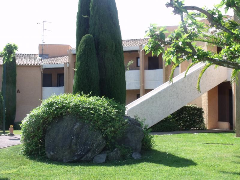 Vue extérieure de la location Location Appartement 51200 Mandelieu la Napoule