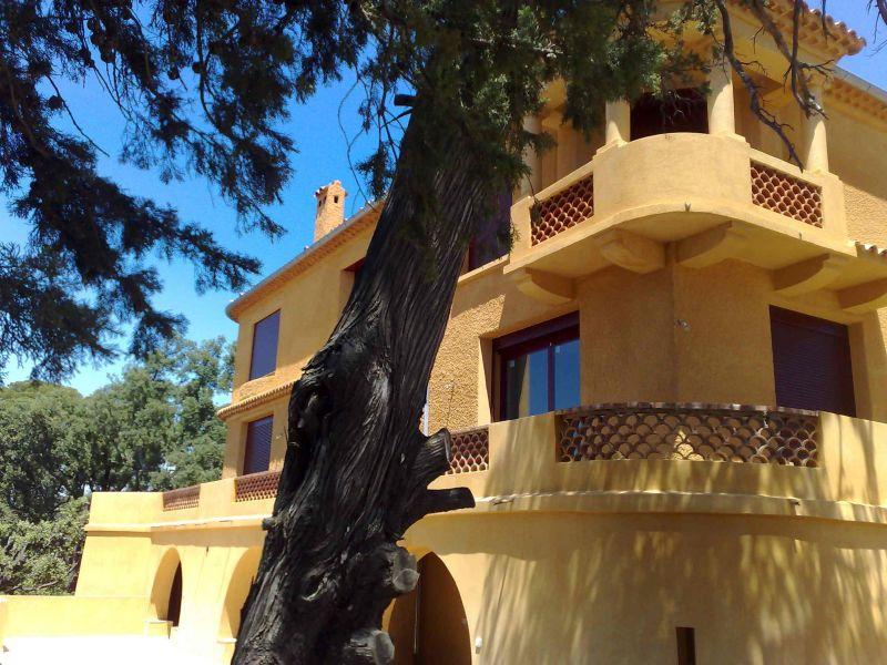 Vue extérieure de la location Location Appartement 54130 Saint Raphael
