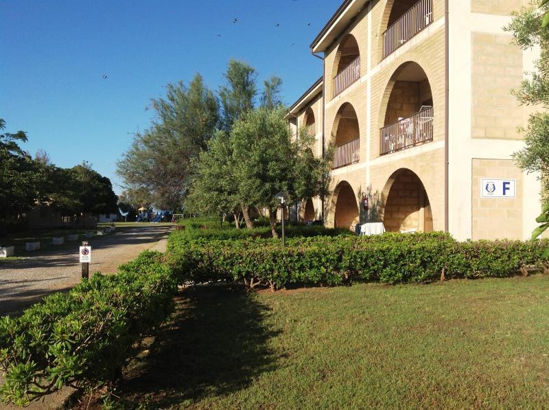 Vue extérieure de la location Location Appartement 54877 Isola di Capo Rizzuto