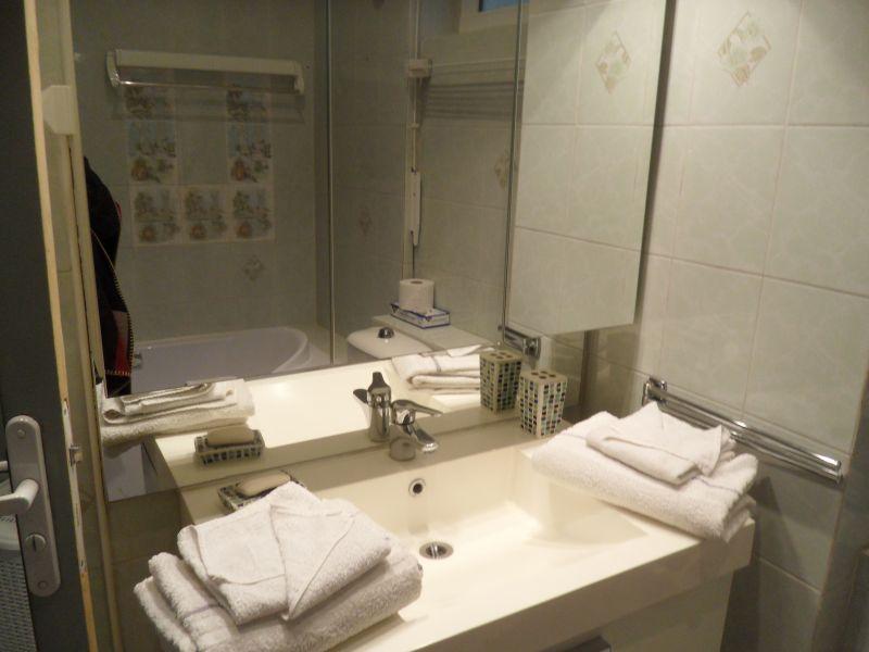 salle de bain 1 Location Appartement 5542 Cannes