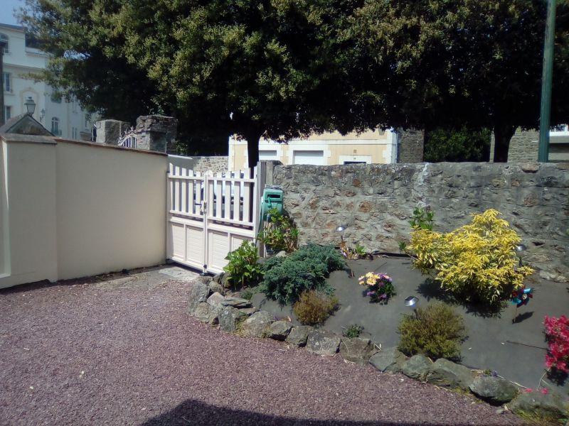Cour Location Maison 55527 Dinard