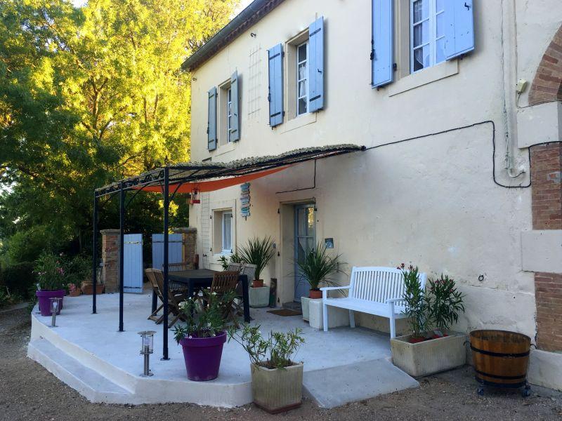 Vue extérieure de la location Location Gite 58227 Carcassonne