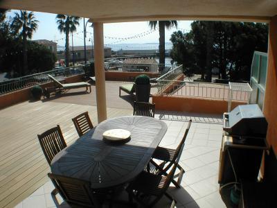 Vue de la terrasse Location Appartement 5835 Hy�res