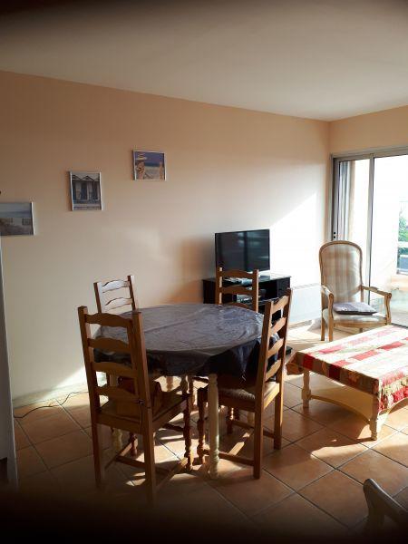 Salon Location Appartement 5865 Sanary