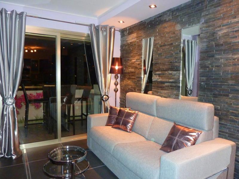 Séjour Location Appartement 58684 Cannes