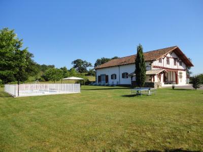 Vue ext�rieure de la location Location Gite 59143 La Bastide-Clairence