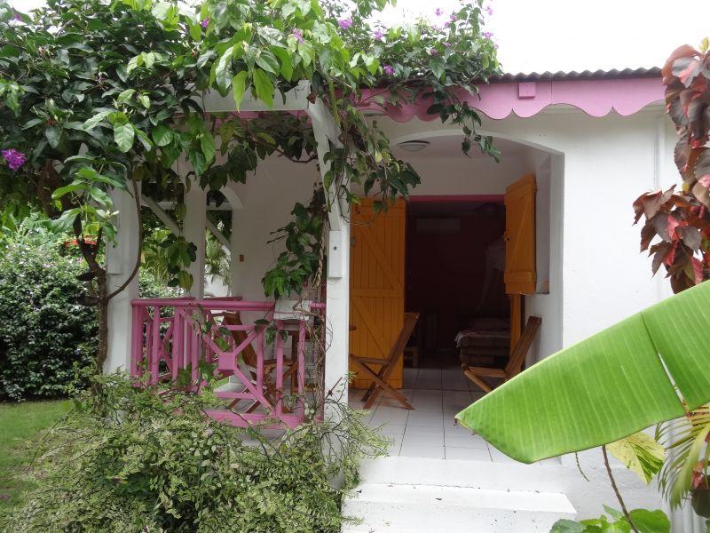 Vue extérieure de la location Location Gite 60311 Sainte Anne (Guadeloupe)