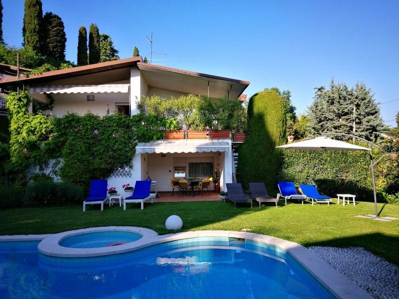 Vue extérieure de la location Location Villa 61113 Garda