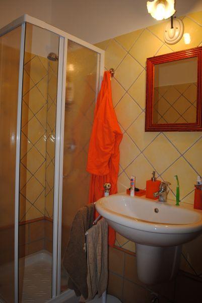 salle de bain 1 Location Villa 61414 Golfo Aranci