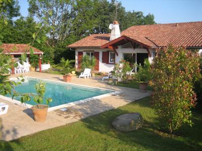 Vue extérieure de la location Location Villa 62418 Ascain