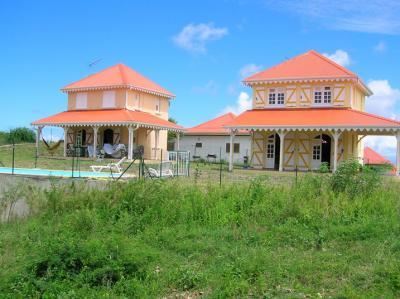 Vue ext�rieure de la location Location Maison 62844 Sainte Anne (Martinique)