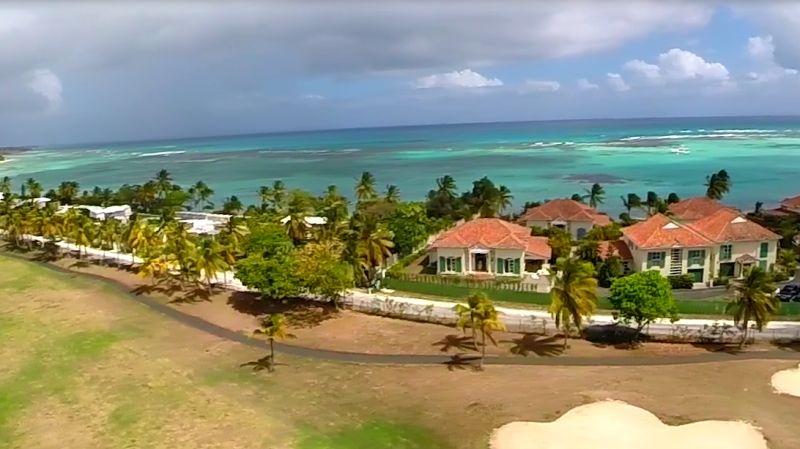 Vue extérieure de la location Location Villa 8020 Saint Francois