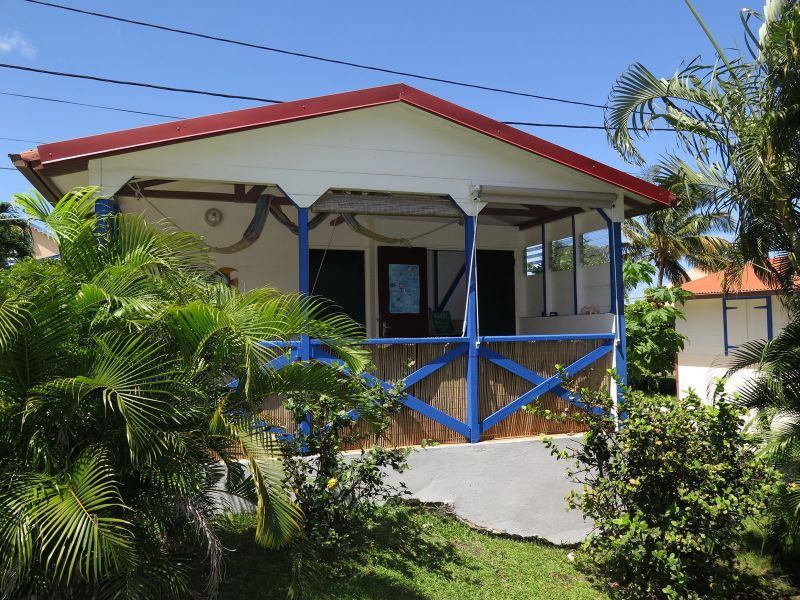 Vue extérieure de la location Location Bungalow 8061 Bouillante