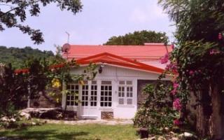 Cour Location Villa 8126 Sainte Anne (Martinique)