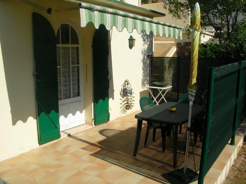 Vue de la terrasse Location Studio 8625 Bandol