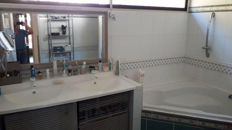 salle de bain 1 Location Villa 9206 Montpellier