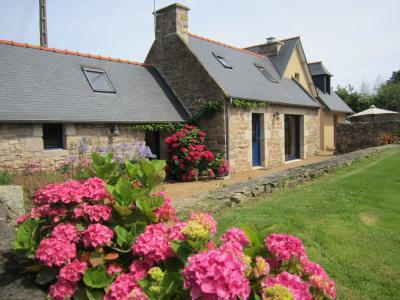 Vue ext�rieure de la location Location Maison 100949 Trevou Treguignec